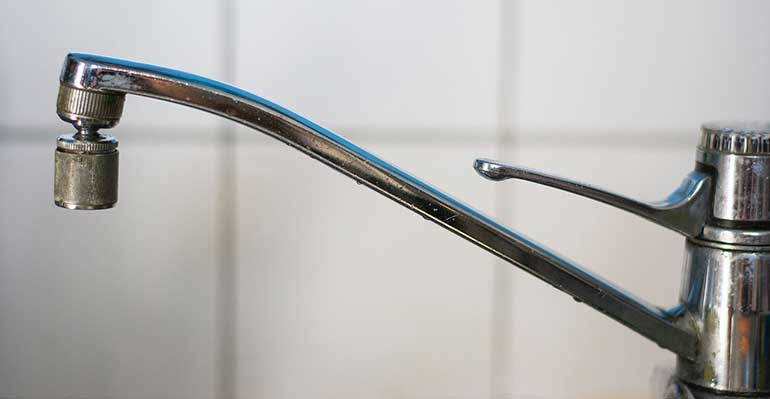 too old and damaged kitchen faucet