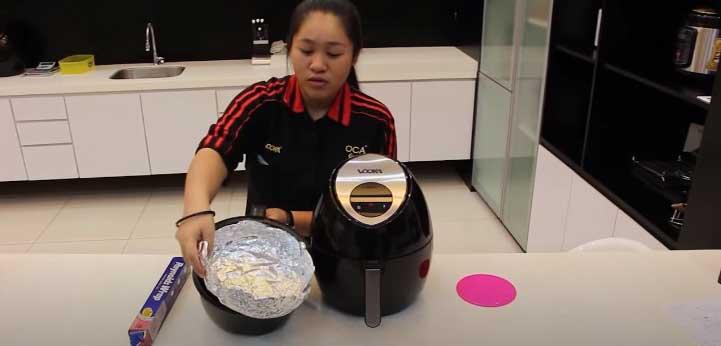 can you put aluminum foil in an air fryer