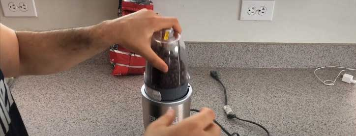 can you grind coffee beans in a blender