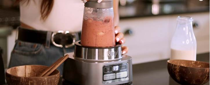 making smoothie with ninja blender