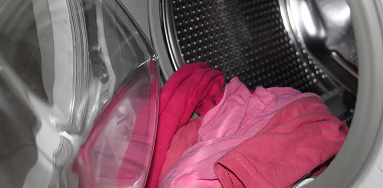 cleaning dirty clothes in washing machine