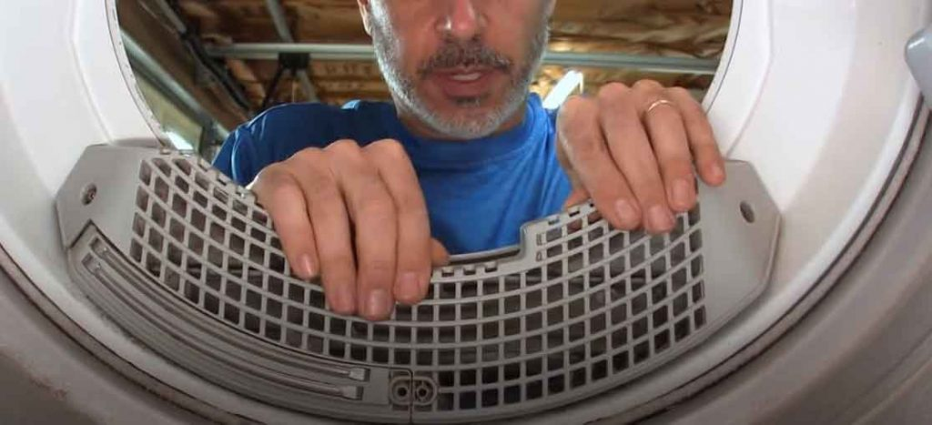 cleaning dryer lint trap