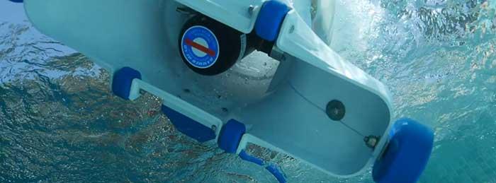 Hammerhead pool vacuum